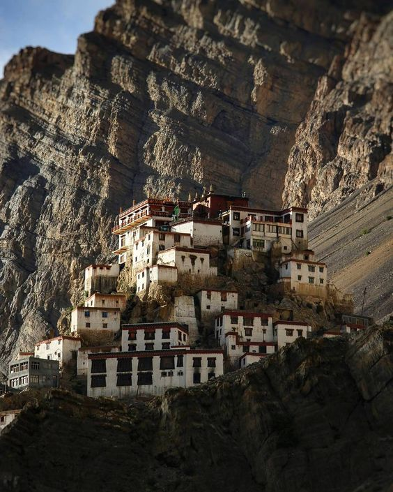 "2,068 Likes, 6 Comments - Hum Himachali Hai Yaar (@humhimachalihaiyaar) on Instagram: ""Key Monastery - Spiti Valley - Himachal Pradesh - India ➖ ➖ I m a g e - S o u r c e :- Gaurav  F o…"""
