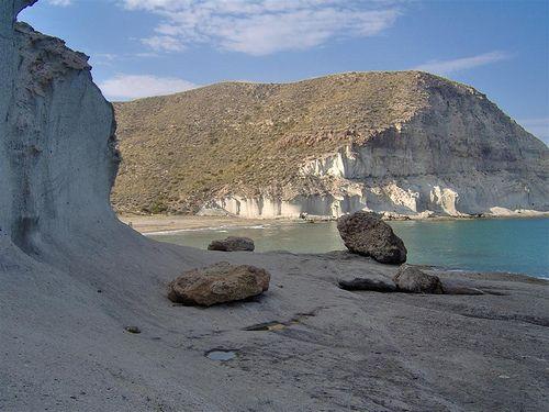 CALA DE ENMEDIO.  (Cabo de Gata) http://almeriapedia.wikanda.es/wiki/Cala_de_Enmedio_(N%C3%ADjar)