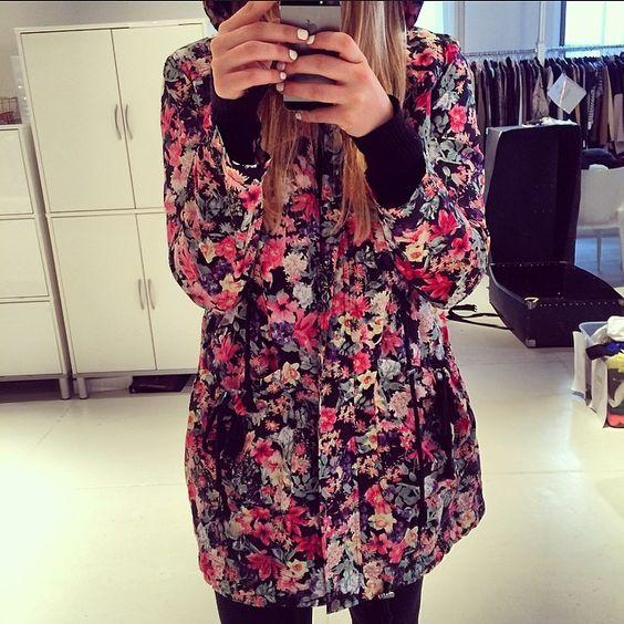 Rain rain go away!! ☔️⚡️ #floralprints #raincoat #trendy #style #prints #details #rdstyle #rain #nyc