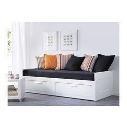 """Dans le salon - Devant fenêtre """"condamnée"""" - IKEA - BRIMNES, Structure divan avec 2 tiroirs, , Quatre fonctions en une : assise, lit simple, lit double et rangement avec deux grands tiroirs."""