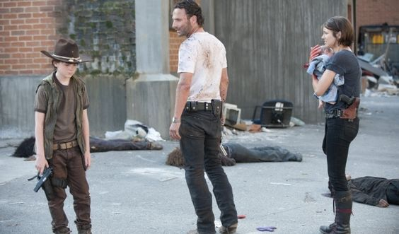 The Walking Dead (3x04 Killer Within) Rick se entera de la muerte de Lori...