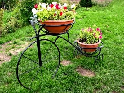 More of a planter than a real bike in the garden-------pinned by Annacabella