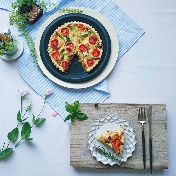 * * * One dish in Today's lunch☆  Quiche of petit tomato  . .  ランチの中の一皿。  ひろこさん(@hiroogw )のレシピを 教えていただいたので 早速焼いてみました。  固めにゆがいたアスパラを加えましたが他はレシピに忠実に。。 簡単で手軽。 息子の好きなものしか入っていないし。 帰ってくるのが楽しみ。 * * *