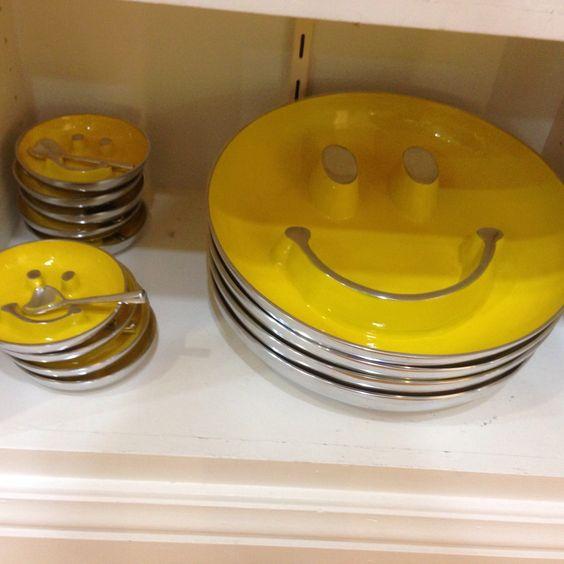 Bom termos objetos na nossa casa que transbordem alegria. Receber os amigos com uma louca dessa e o primeiro passo para ter um encontro feliz!