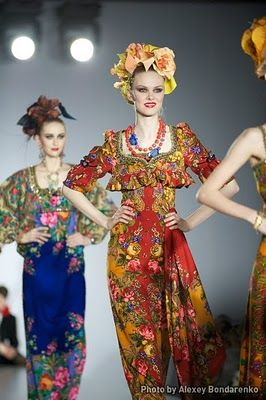 Dresses made out of Pavlovo Posad shawls by Slava Zaitsev