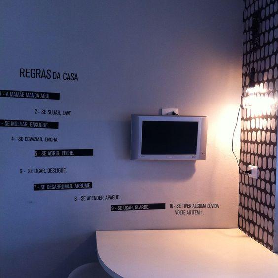 Adesivos, papel de parede de Marcelo Rosenbaum.