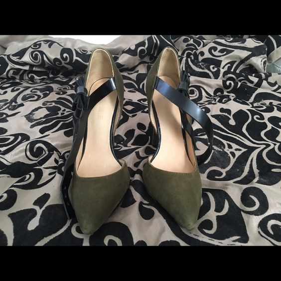 L.A.M.B Suede forest green heel with black bow leather step. Worn ONCE. L.A.M.B. Shoes Heels