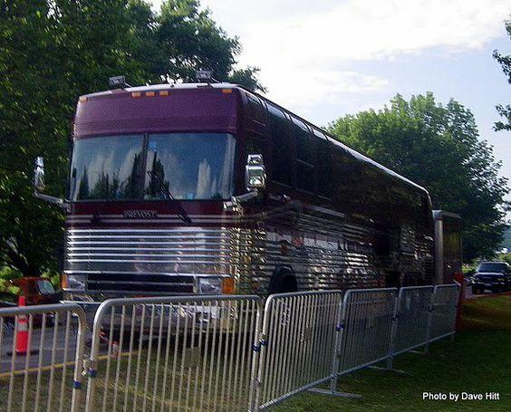 The wheels on da bus go round and round