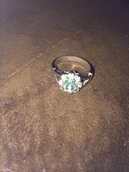 Size 8 blue flower ring
