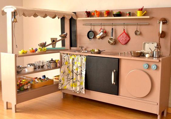 ¿Quién no ha visto alguna de éstas cocinitas de juguete sin pensar que son encantadoras? Macarena Bilbao es su creadora #Zurda