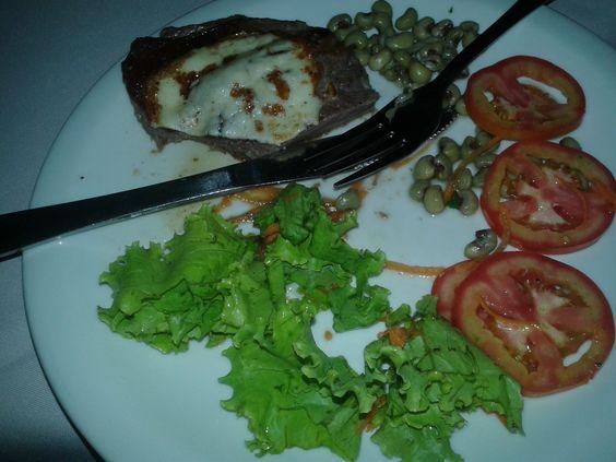 Culinária local: carne de sol com queijo coalho e feijão verde regada a manteiga de garrafa. Uma delícia, quase não deu tempo para tirar a foto, rsrs!!!  #culináriaregional #Natal #RN
