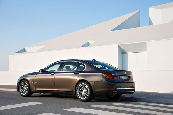 F02 BMW 750Li Facelift. You can recognize the 'new' model from behind by the chrome strip just above the exhausts