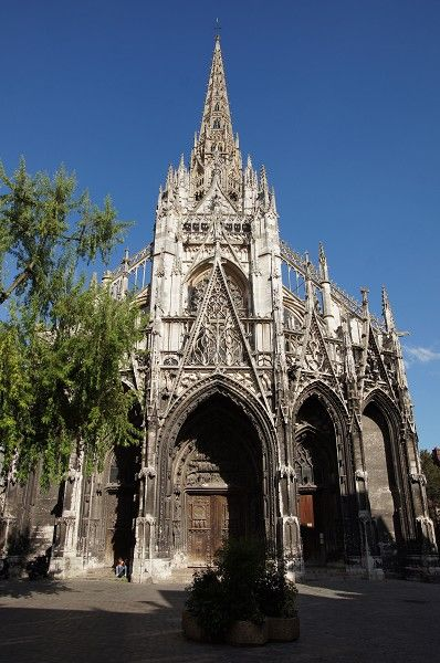 Flamboyant gothic architecture st maclou begun in for Carrelage st maclou