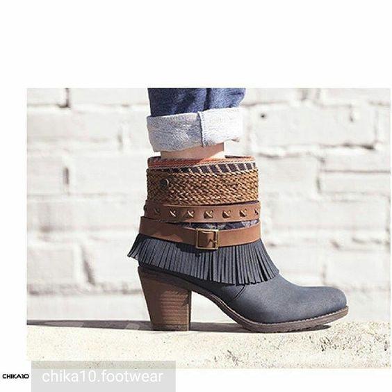 ❤📷@chika10.footwear - Para las que están deseando ponerse las botas, os presentamos a nuestro modelo Pequitas 07. Casual, cómodo y con personalidad. #comingsoon #fw1617 #shoes #botines #boots #newcollection #etnicstyle #flecos #fashion #zapatos...