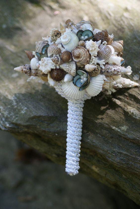 Lindo buque de conchas para quem quer casar na praia!