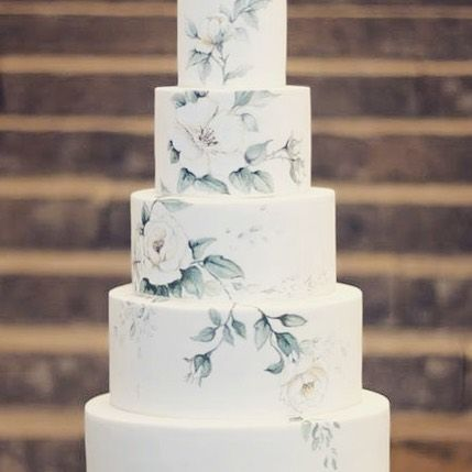 Have you ever seen such a beautiful wedding cake? 🌸 What a pretty floral design! 🌸 www.wed2b.co.uk