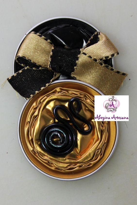 Abeyina Artesana: Broches con capsulas