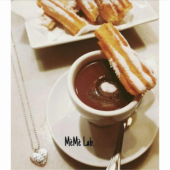 Colazione con Churros & Chocolate Con collana cuore MèMè Lab. www.memelabaccessori.com
