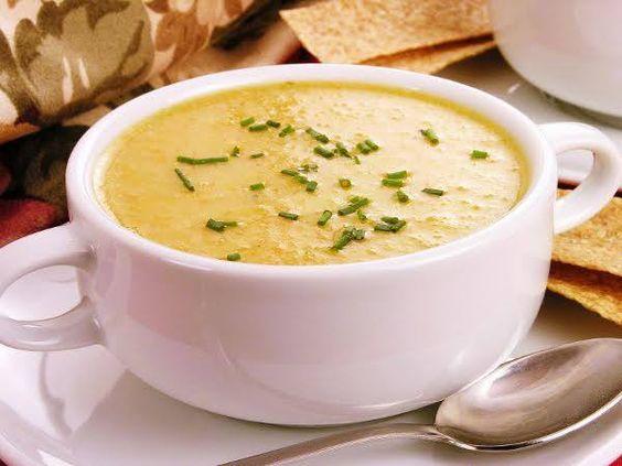 As temperaturas já começam a baixar... E as sopas são o prato perfeito para aquecermos o corpo!!! #Sopa_de_Legumes #receitas #sopas #legumes #frio #cenouras #batatas #tomate