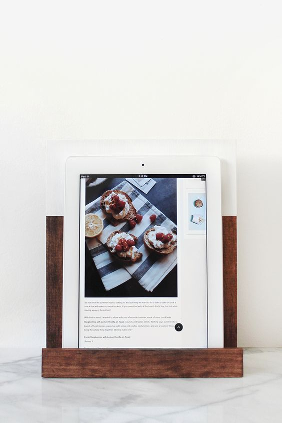 DIY wooden color blocking iPad stand