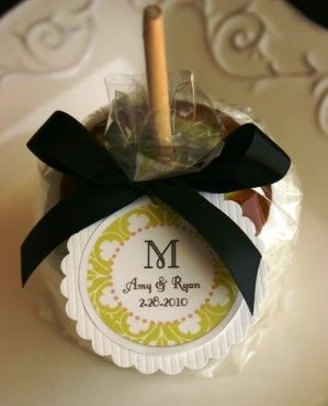 Carmel apple wedding favors!