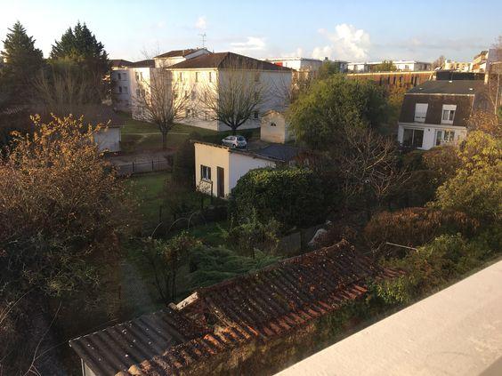 Вид из окна квартиры на сады