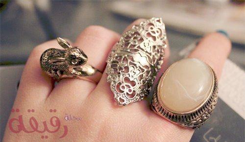 تفسير حلم الخاتم في المنام للمتزوجه وللعزباء وللرجل لابن سيرين والنابلسي Crystal Horn Rhinestone Designs Vintage Rings