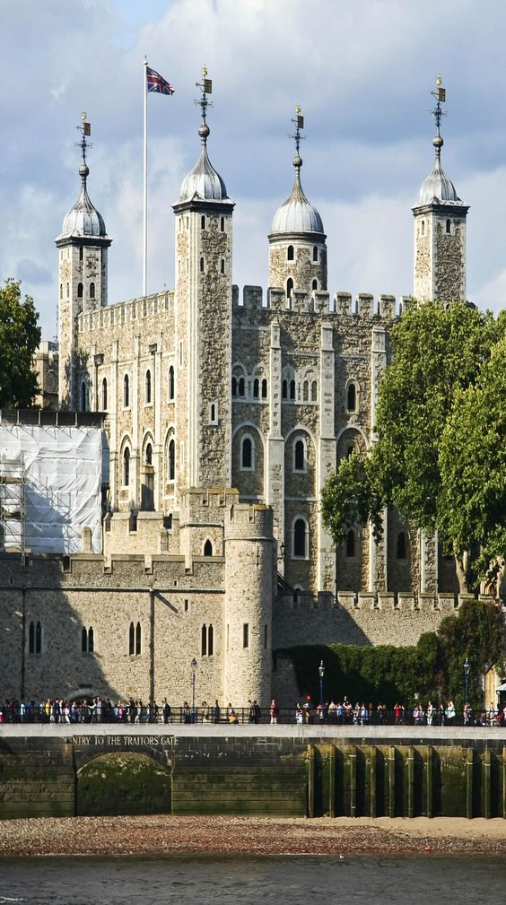 Tower of london on the Thames river in London, England   See why London is a Marvelous Tourist Destination