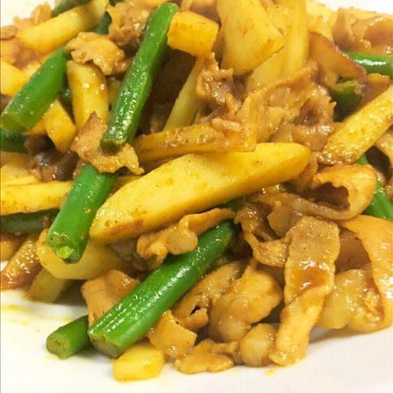 安上がり〜の簡単な料理っす - 47件のもぐもぐ - ジャガイモ、インゲン、肉〜のカレー粉炒めポイントはウスターソースがこれまた決めて‼️ by nicochandaF7V