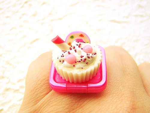 too cute to eat.cake ring!
