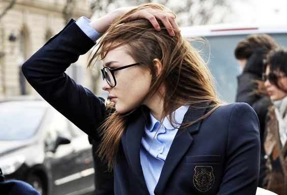 school boy chic: Blazer Glasses, Navy Blazers, Preppy Women, Hair Styles, Preppy Chic, Street Styles, Preppy Fashion