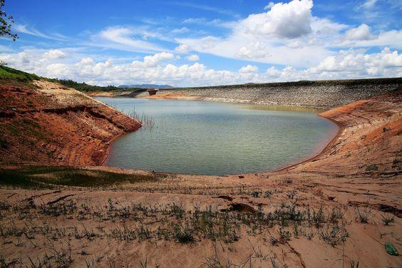 8.dez.2014 - Represa de Paraibuna, às margens da rodovia dos Tamoios (SP-99), na manhã desta segunda-feira - Pesquisa Google