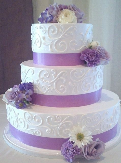 White And Lavender Wedding Cake 1774