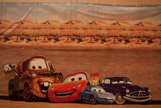 Photobooth backdrop, with race flags, hubcaps & other props?