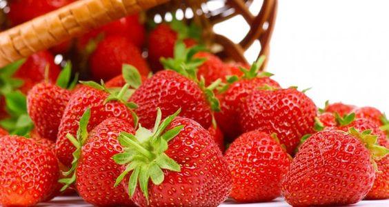 La frutilla ademas de ser una exquisita fruta, posee grandes propiedades muy benignas para nuestra salud por los niveles de energía que nos brinda a la vez de ser un potente antioxidante. En este articulo te contamos todos los beneficios que aporta el consumir frutillas.