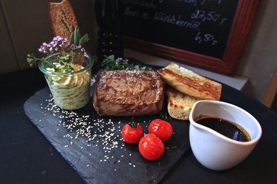 Tuesday is Meat-Day ♡ www.h-e-a-r-t.me #heartmuc #heartmunich #gastronomie #gastronomy #gastronomia #meatday #tablesetting #deco #decor #decorideas #restaurant #bayern #munich #germany #deutschland