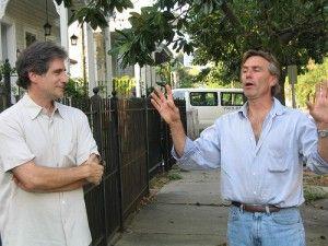 Hablar con vecino para que no te raye el coche, http://www.camaras-espias.com/content/37-reaccionar-cuando-te-rayan-el-coche-o-te-pinchan-las-ruedas#
