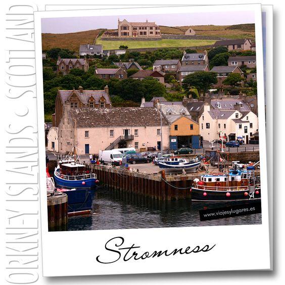 Solo pudimos ver la estampa del pequeño pueblo de Stromness desde el puerto y desde el ferry... con las típicas casas tipo castillo de hadas.