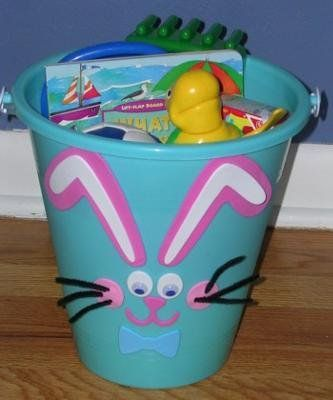 Canasta de conejo hecha con un balde