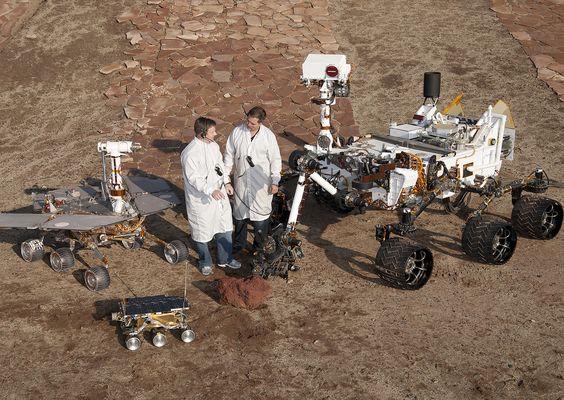 Tres generaciones de rovers juntas. Mejor ver en HD haciendo click en la fotografía.