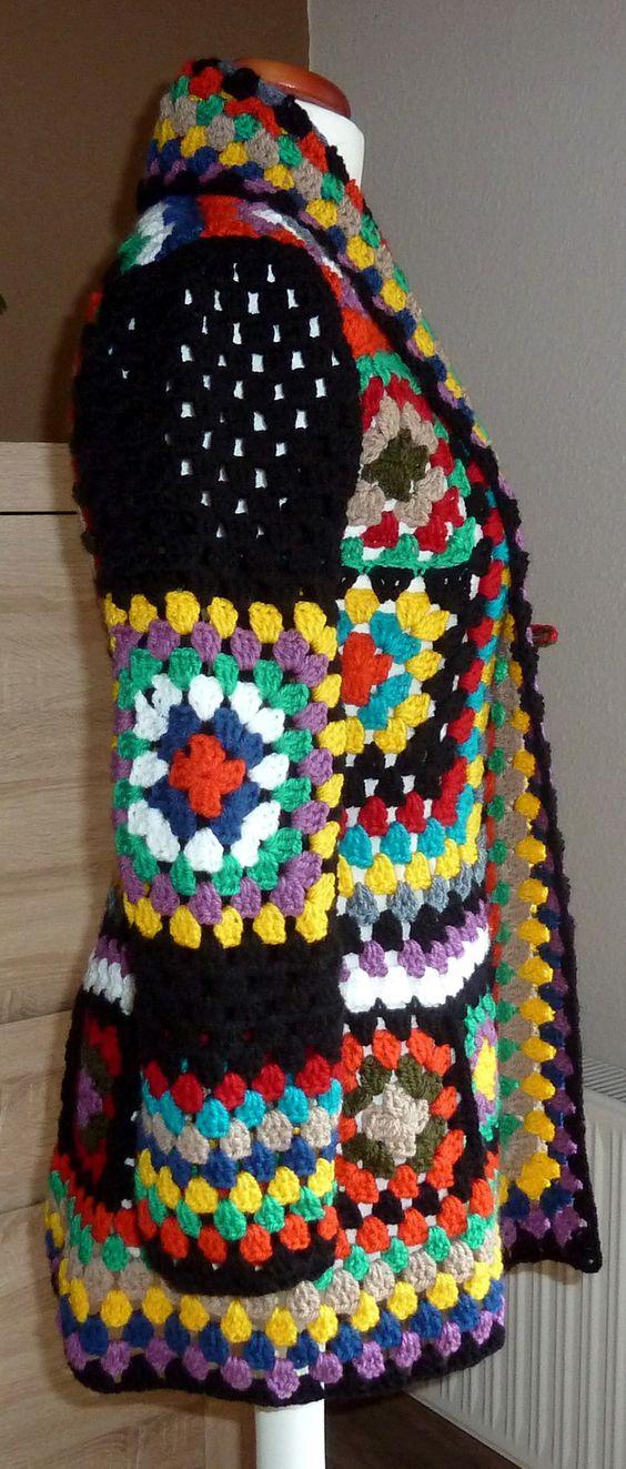 gehäkelte Jacke im Retro Style aus Polyacryl - eben wie in den 70ern :-)  Farben: blau, grün, gelb, rot, orange, schwarz, natur, beige, türkis  die Jacke ist verschlsslos - ich habe aber ein...