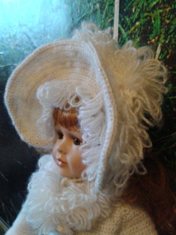 наряд снежной принцессы для коллекционной куколки 6. Что -то нужно еще... Сумочку? Муфту? Не знаю...