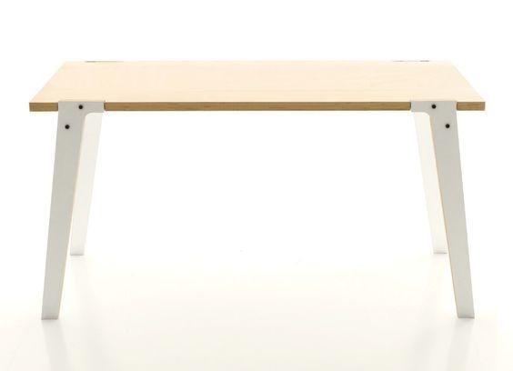 Toller Kinderschreibtisch! Klare Formen: Holztisch mit farbigen Beinen - 150 x 75 x 75 cm