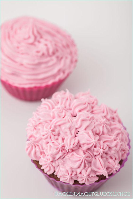Blüten-Frosting auf Schoko-Cupcakes