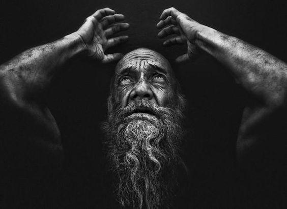 """""""Para conseguir mis retratos desarrollo una conexión emocional con ellos"""", entrevistamos a Lee Jeffries"""