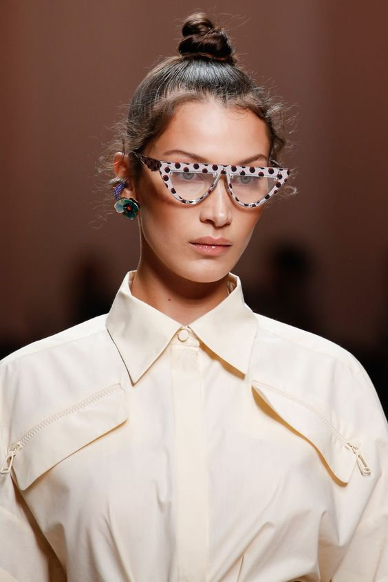Fendi Spring Summer 2019 Ready To Wear-ready Woman Vogue Runway Details sunglasses Trend - Read the Spring Summer 2019 Trends Fashion Week Coverage on Houseofcomil.com