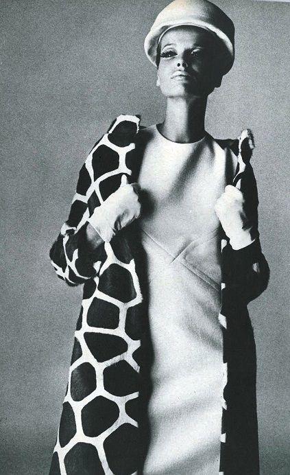 Veruschka in Guy Laroche shot by Irving Penn. Vogue US September 1965.