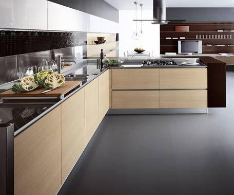 Bajo mesada madera granito negro y alacenas blancas for Diseno muebles cocina