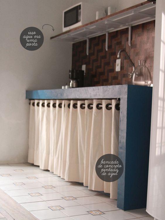 Um cesto de vime se tornou em um lustre super original e uma porta serviu como prateleira: Excelente ideia :D - Por Casa de Valentina.