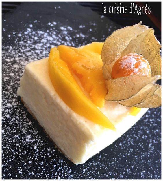 carré à la mouse au citron et physalis http://lacuisinedagnes.com/carres-a-la-mousse-de-mousse-de-citron-et-physalis/